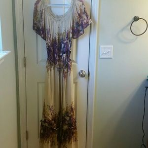 Maxi style cream dress with floral design